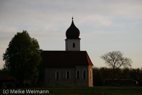 Vorher konnte ich noch einige Bilder machen. Hier eine kleine Kirche in der Nähe von Bad Aibling.